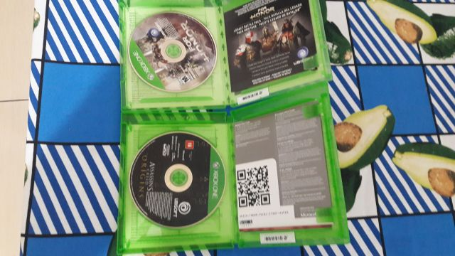 Dois CDs de Xbox one semi novos