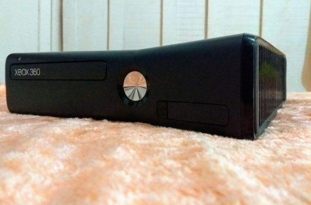 Xbox 360 + 2 controles e Jogos.