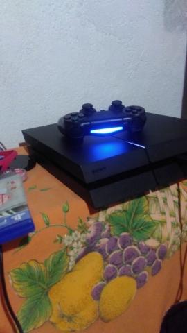 PS4 com dois jogos