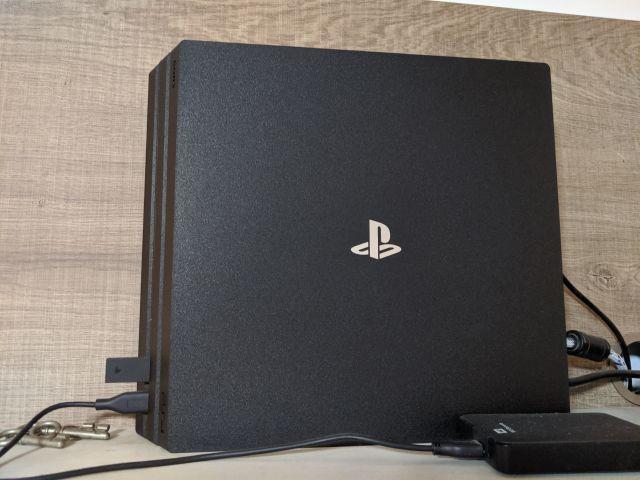Playstation 4 PRO 1TB + 2 Controles PS4 + 6 jogos